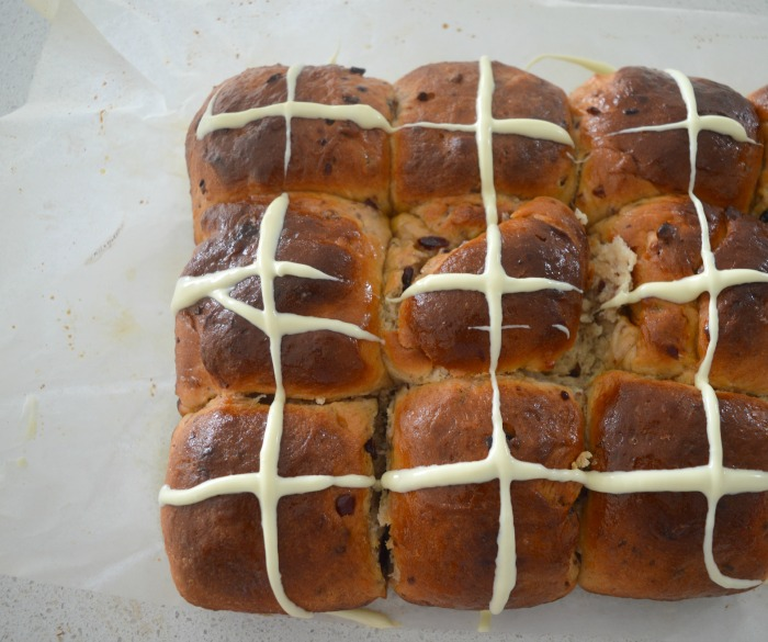 White-Chocolate-and-Cranberry-Hot-Cross-Buns-4