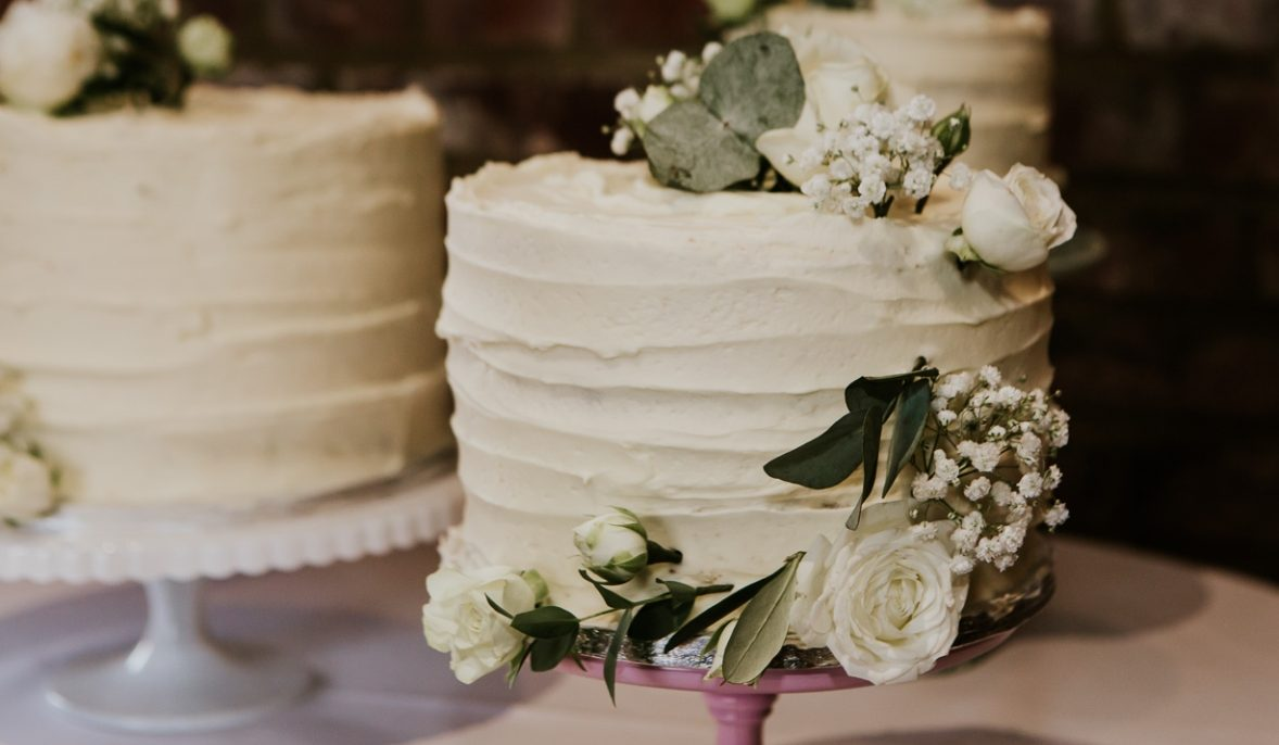 How to choose your wedding cake flavours – Bakes from a